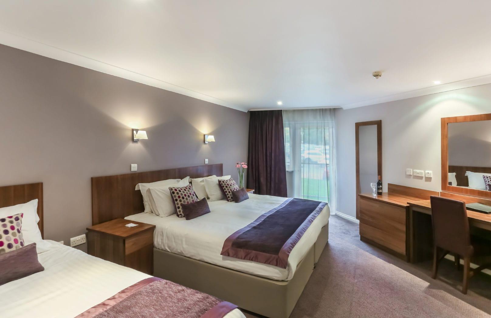 Club Triple bedroom