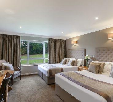 Deluxe golf twin bedroom