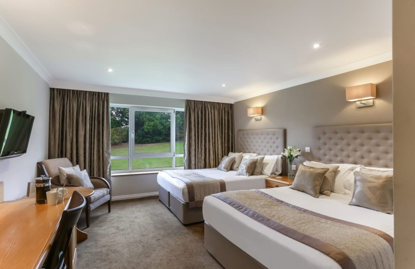 Deluxe twin bedroom - Stoke by Nayland