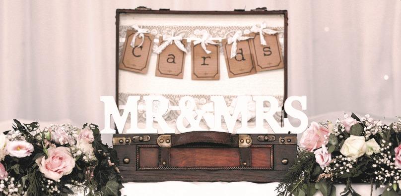 Vintage Wedding Suitcase - Stoke by Nayland